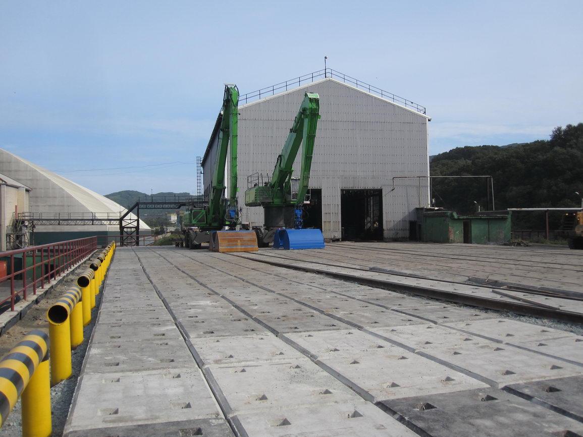 Открытый склад угля с подпорной стенкой