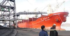 Погрузка угля на судно